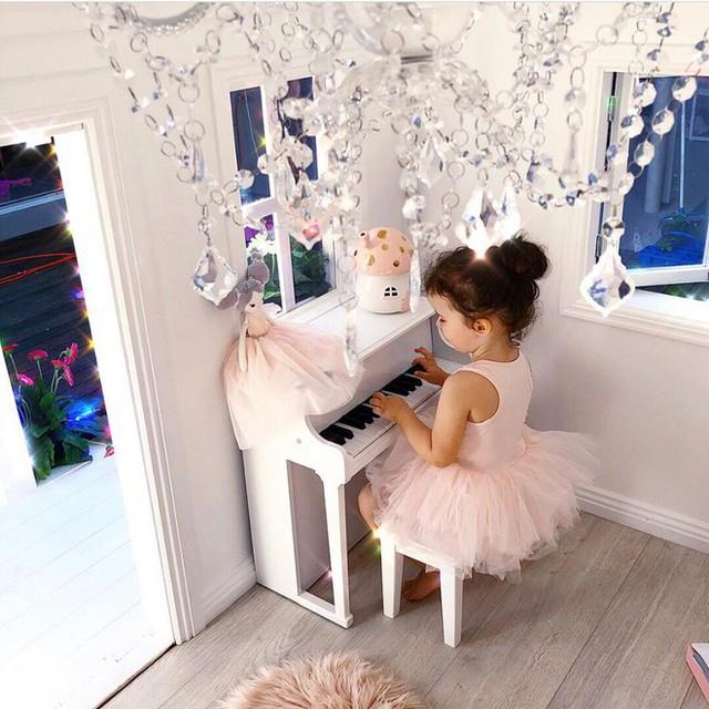 Đàn piano trong căn biệt thự.