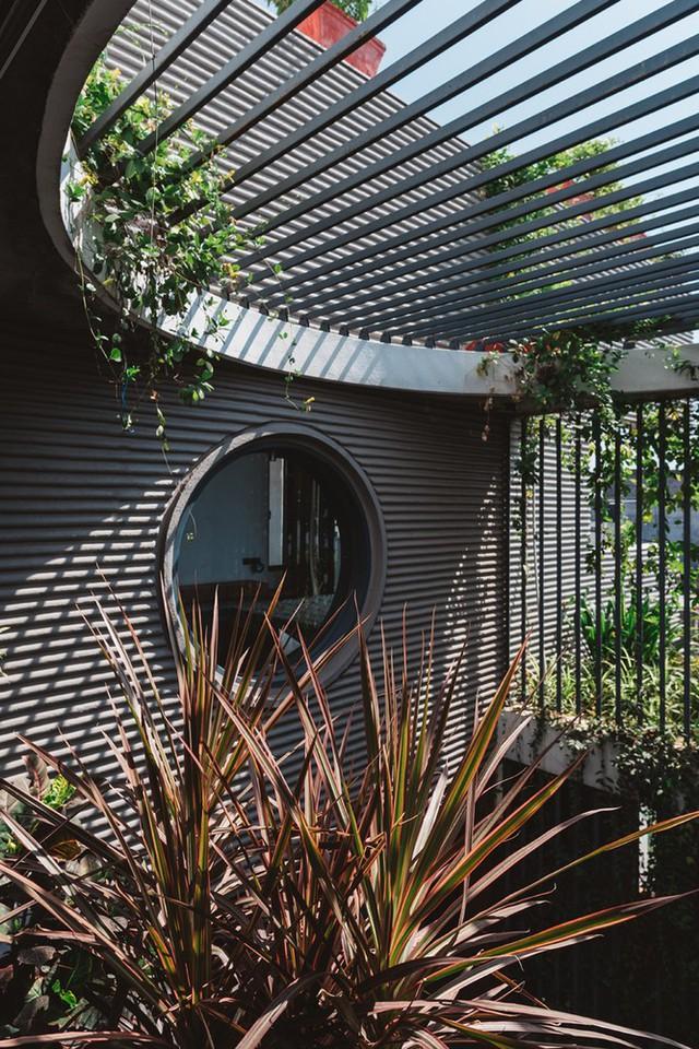 Không cầu kỳ và không tốn nhiều chi phí cho nội thất, nhưng ngôi nhà vẫn rất đẹp và chẳng thiếu tiện nghi gì.