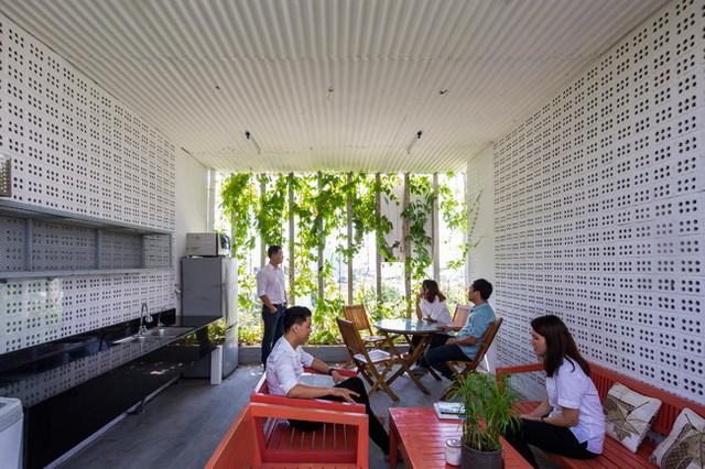 Hàng vạn dân văn phòng sẽ mơ ước được làm việc trong resort ngập cây xanh này - Ảnh 15.