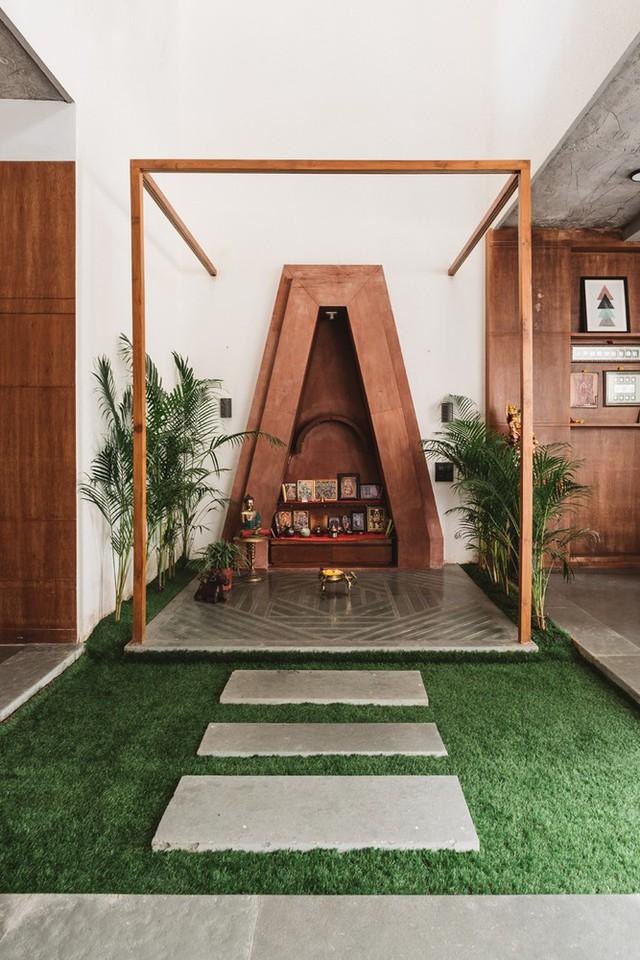 Hình dạng của ngôi nhà được phát triển từ dạng Shikhara - một đặc điểm của kiến trúc đền Hindu truyền thống ở Ấn Độ.