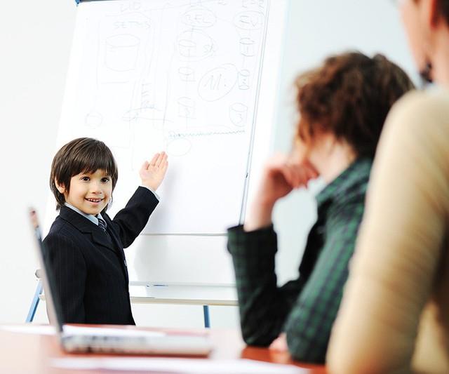 Xây dựng những bài thuyết trình về một chủ đề yêu thích sẽ là cách tuyệt vời để nâng cao khả năng giao tiếp, tư duy biện luận cho trẻ (Ảnh minh họa).