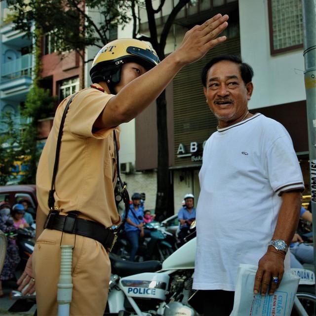 Nhiều người Sài Gòn không biết đi bộ sai luật có thể bị phạt tù đến 15 năm - Ảnh 3.