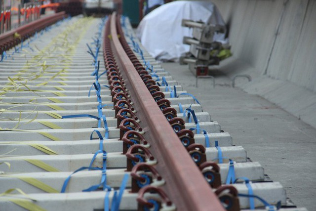 Cận cảnh 2km đường ray đầu tiên của tuyến metro trị giá 2,49 tỷ USD Bến Thành - Suối Tiên - Ảnh 3.