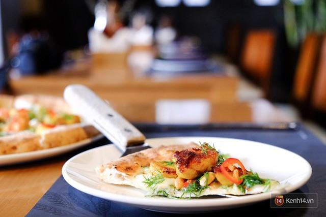 Món mới của 4Ps: Pizza chả cá - vừa mắm tôm vừa phô mai liệu có phải là chiếc pizza sai nhất từ trước tới nay? - Ảnh 3.