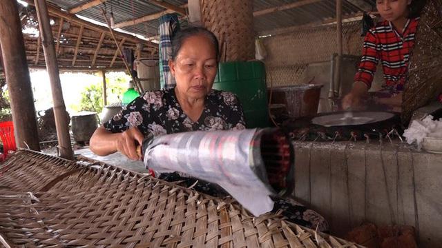 Bí quyết của làng nghề bánh tráng trăm năm phục vụ Tết - Ảnh 3.