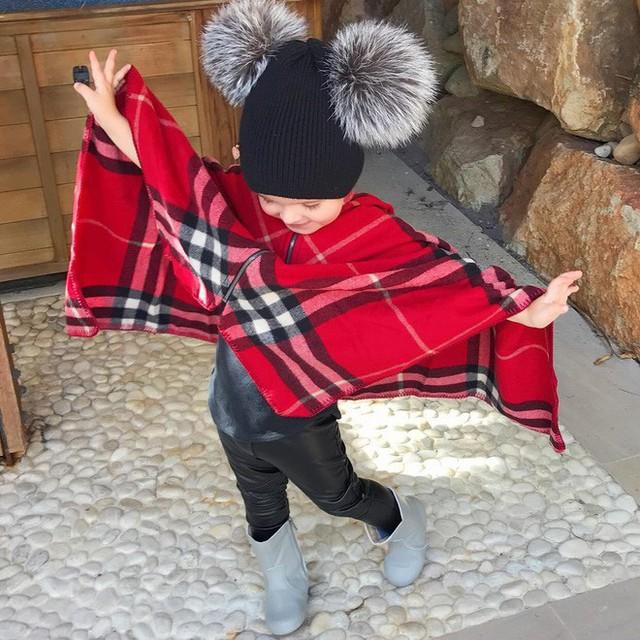 Khăn choàng Burberry chào đón mùa đông.