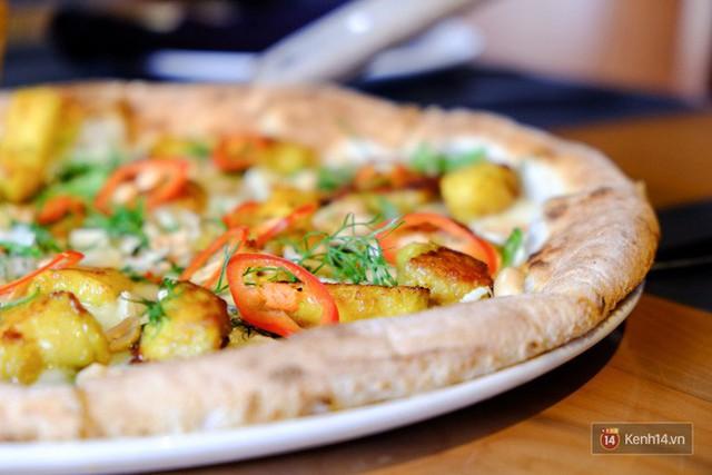 Món mới của 4Ps: Pizza chả cá - vừa mắm tôm vừa phô mai liệu có phải là chiếc pizza sai nhất từ trước tới nay? - Ảnh 4.
