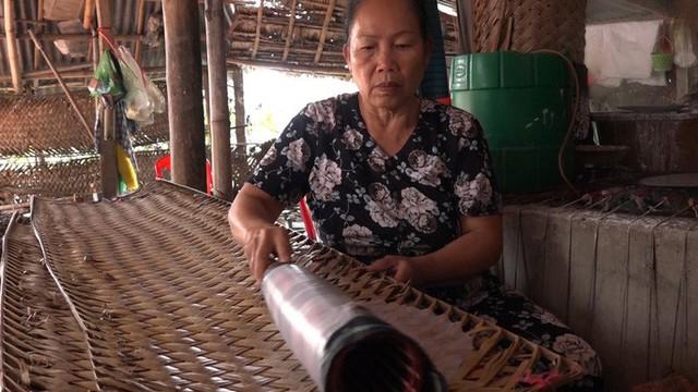 Bí quyết của làng nghề bánh tráng trăm năm phục vụ Tết - Ảnh 4.