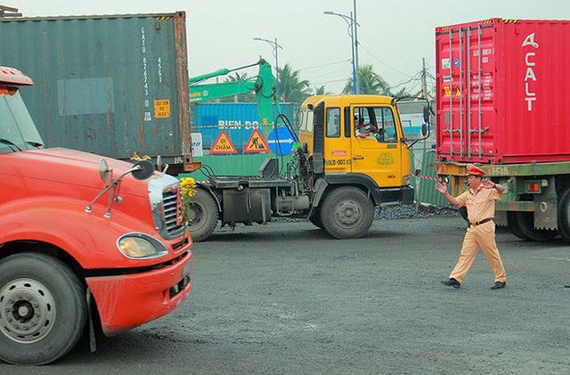 Chùm ảnh: Kẹt xe kinh hoàng ở cảng Cát Lái - Ảnh 4.