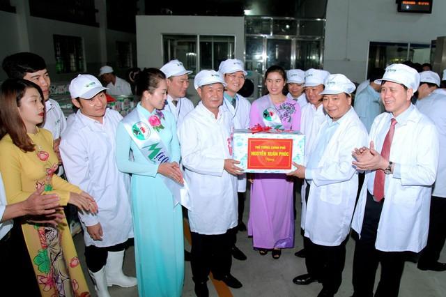 Lãnh đạo Mộc Châu Milk và GTNfoods tiếp đón Thủ tướng Chính phủ Nguyễn Xuân Phúc đến thăm nhà máy sản xuất sữa tại Mộc Chậu, cam kết tiếp tục đẩy mạnh đầu tư vào ngành Sữa tại Mộc Châu Sơn La.
