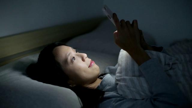 Giới trẻ đang đối mặt với nhiều vấn đề sức khỏe bởi thói quen ôm thiết bị điện tử vào thời điểm này - Ảnh 5.