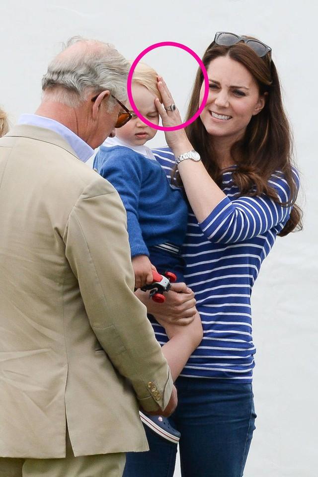 Cách vợ chồng Hoàng tử William thể hiện tình yêu và che chở con được các chuyên gia hết lời khen - Ảnh 5.