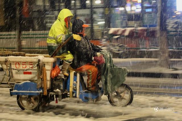 Tuyết rơi kéo dài ở Trung Quốc khiến các hoạt động thường ngày của người dân gặp nhiều bất lợi.