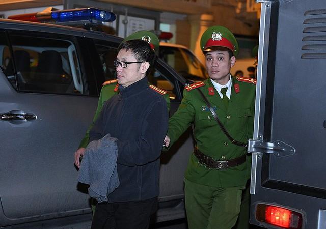 Ông Đinh La Thăng tươi cười rời toà sau ngày xét xử thứ 4 - Ảnh 6.