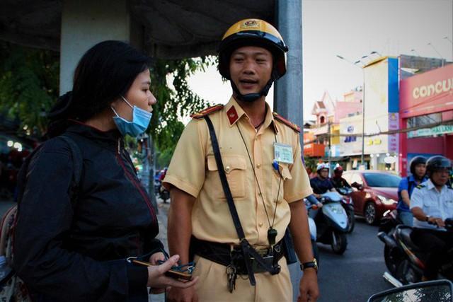 Nhiều người Sài Gòn không biết đi bộ sai luật có thể bị phạt tù đến 15 năm - Ảnh 6.