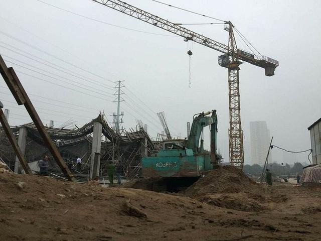 Cận cảnh hiện trường vụ sập giàn giáo khiến 3 công nhân thiệt mạng ở Hà Nội - Ảnh 6.