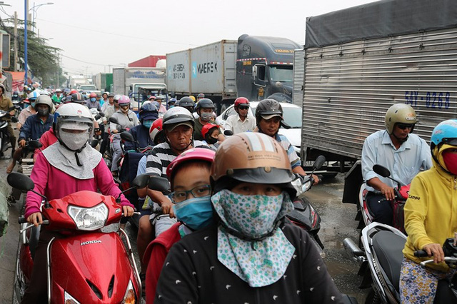 Chùm ảnh: Kẹt xe kinh hoàng ở cảng Cát Lái - Ảnh 6.