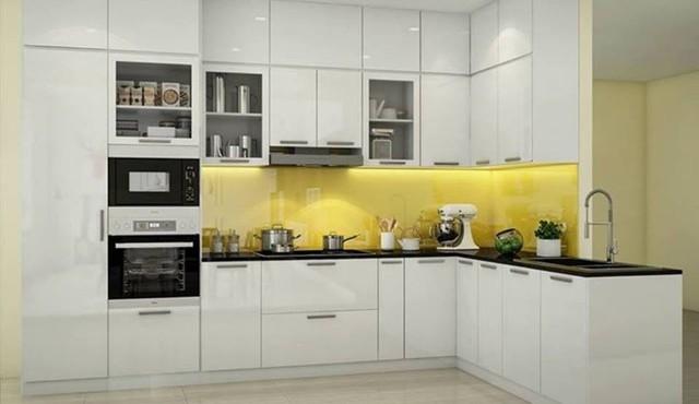 Tủ bếp nhựa sử dụng lâu dài không bị cong vênh như tủ gỗ tự nhiên.