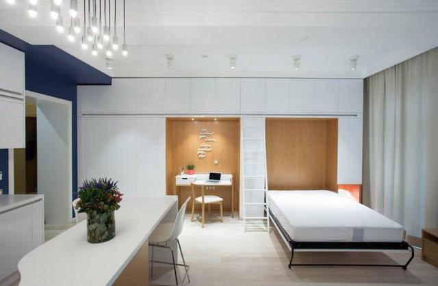 Và đặc biệt nơi đây cũng là nơi ẩn chứa một chiếc giường ngủ đa năng có thể dễ dàng ngã ra hay gấp gọn khi không sử dụng.