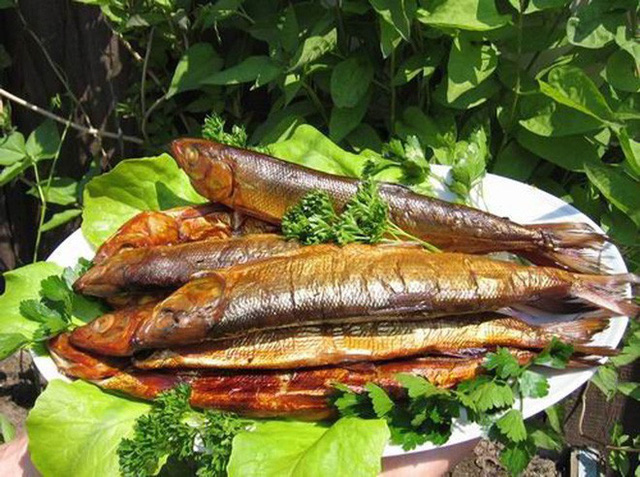 Món cá hồi hun khói Omul nổi tiếng của người Siberi. (Ảnh: Internet)