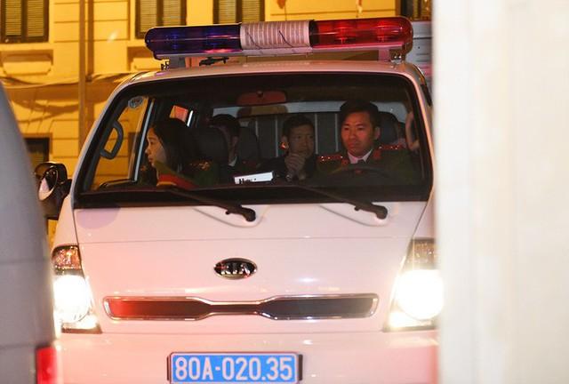 Ông Đinh La Thăng tươi cười rời toà sau ngày xét xử thứ 4 - Ảnh 7.