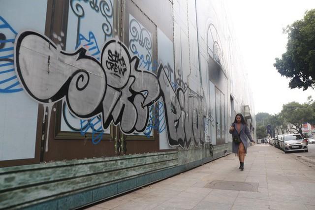 Phố phường Hà Nội bị bôi bẩn bởi vẽ graffiti như thế nào? - Ảnh 7.