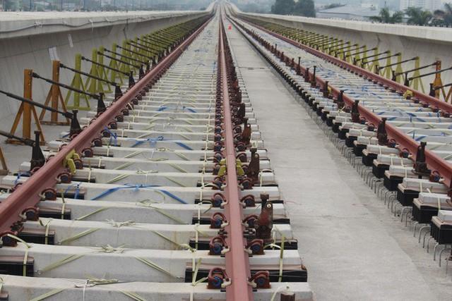 Cận cảnh 2km đường ray đầu tiên của tuyến metro trị giá 2,49 tỷ USD Bến Thành - Suối Tiên - Ảnh 8.