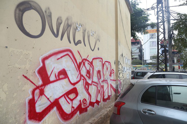 Phố phường Hà Nội bị bôi bẩn bởi vẽ graffiti như thế nào? - Ảnh 8.