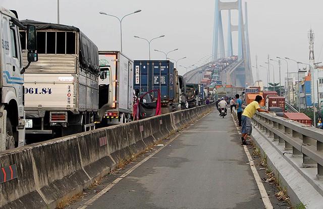 Chùm ảnh: Kẹt xe kinh hoàng ở cảng Cát Lái - Ảnh 8.