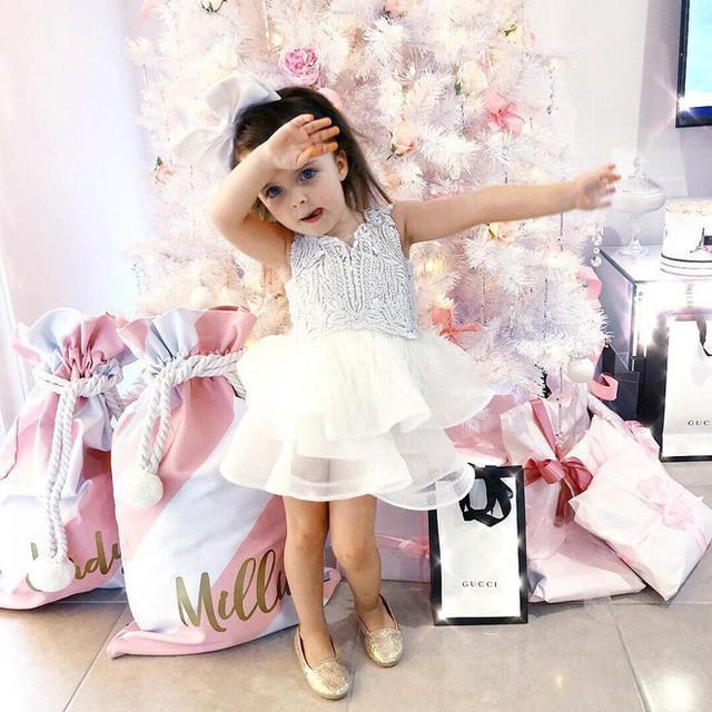 Chiếc váy thiết kế của thương hiệu Gio Bespoke.