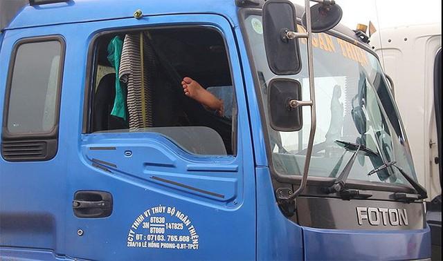 Chùm ảnh: Kẹt xe kinh hoàng ở cảng Cát Lái - Ảnh 9.