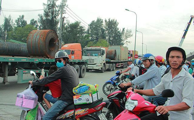 Chùm ảnh: Kẹt xe kinh hoàng ở cảng Cát Lái - Ảnh 10.