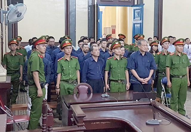 Phiên tòa sáng 11/1: Nhân viên quỹ Lộc Việt nói chỉ làm theo chỉ đạo, không hưởng lợi gì - Ảnh 1.