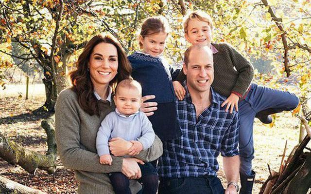 Cách đón năm mới đặc trưng của hoàng gia Anh, riêng gia đình Công nương Kate năm nay có sự khác biệt - Ảnh 2.