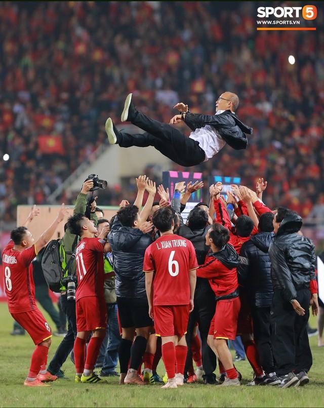 Hành trình kỳ diệu của bóng đá Việt Nam trong năm 2018 qua ảnh - Ảnh 29.