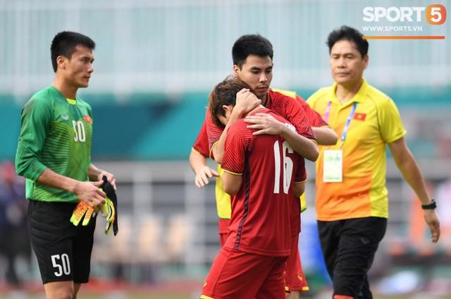 Hành trình kỳ diệu của bóng đá Việt Nam trong năm 2018 qua ảnh - Ảnh 10.