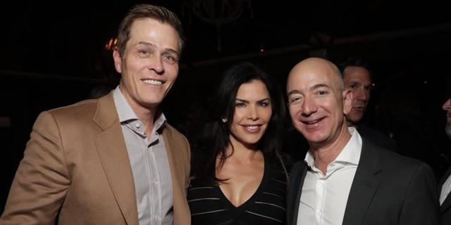 49 tuổi, cựu ngôi sao truyền hình Mỹ, đang là vợ của nhân vật Hollywood quyền lực: Người phụ nữ này được đồn đoán bí mật hẹn hò với Jeff Bezos trước khi tỷ phú ly hôn - Ảnh 2.