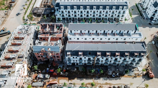 Nhiều hạng mục đang thi công ngổn ngang nhưng chủ dự án Sim City (Quận 9) ép khách hàng nhận nhà - Ảnh 4.