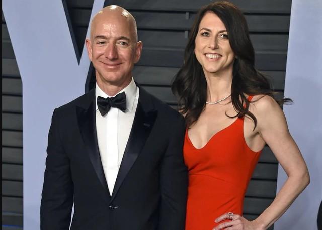 49 tuổi, cựu ngôi sao truyền hình Mỹ, đang là vợ của nhân vật Hollywood quyền lực: Người phụ nữ này được đồn đoán bí mật hẹn hò với Jeff Bezos trước khi tỷ phú ly hôn - Ảnh 3.