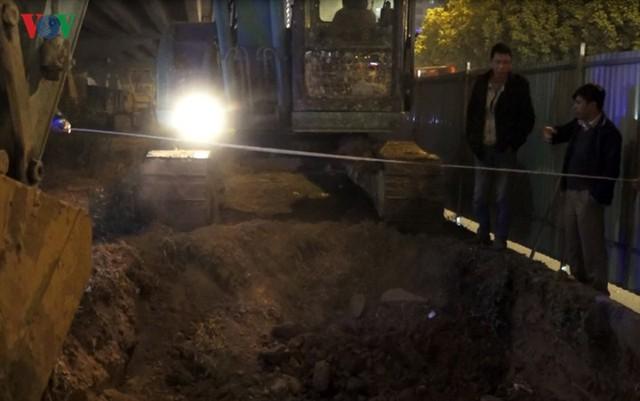 Ngày đêm chuyển cây, xén giải phân cách mở rộng vành đai 2, 3 ở Hà Nội - Ảnh 13.