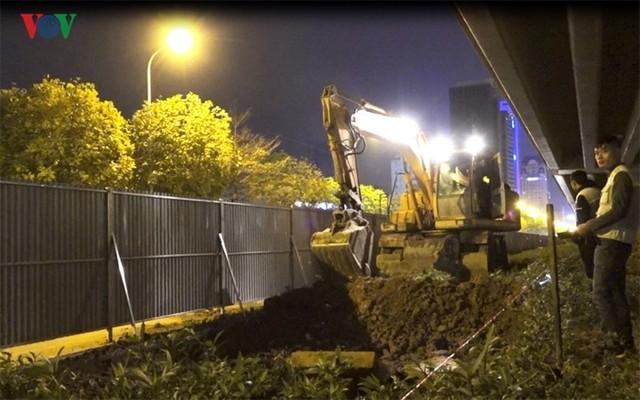 Ngày đêm chuyển cây, xén giải phân cách mở rộng vành đai 2, 3 ở Hà Nội - Ảnh 14.