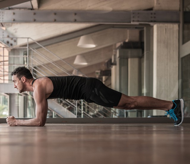 Muốn đốt cháy calo nhanh nhất, đây là 7 tư thế yoga bạn cần bỏ túi riêng mình - Ảnh 1.