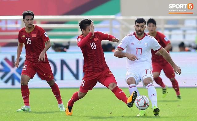 Văn Lâm cản phá xuất thần, Ngọc Hải lăn xả phòng ngự, tuyển Việt Nam thi đấu ngang ngửa Iran - Ảnh 2.