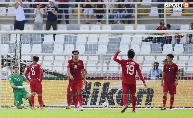 Quang Hải hét lớn, hô hào đồng đội đứng dậy sau bàn thua - Ảnh 5.