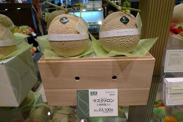 Giờ đến trái cây cũng làm hàng hiệu, một quả xoài có giá hơn 6 triệu và có một nơi bán toàn hàng hiệu như vậy - Ảnh 7.
