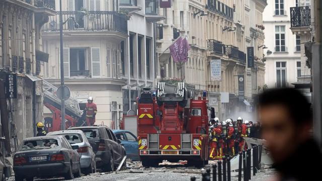 Paris: Cảnh tượng hoang tàn sau vụ nổ lớn ở trung tâm thủ đô, nhiều người bị thương - Ảnh 1.