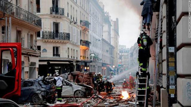 Paris: Cảnh tượng hoang tàn sau vụ nổ lớn ở trung tâm thủ đô, nhiều người bị thương - Ảnh 2.