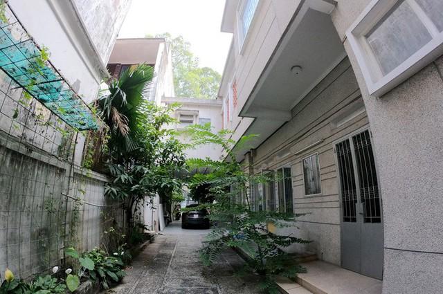 Cận cảnh villa cũ giá triệu USD bỏ hoang giữa trung tâm TP HCM - Ảnh 1.