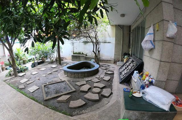 Cận cảnh villa cũ giá triệu USD bỏ hoang giữa trung tâm TP HCM - Ảnh 2.