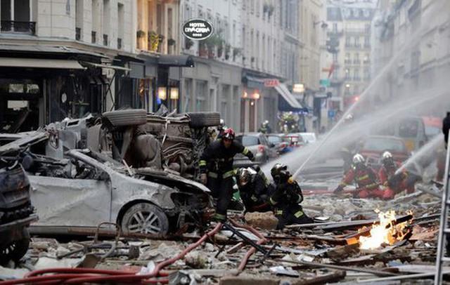 Paris: Cảnh tượng hoang tàn sau vụ nổ lớn ở trung tâm thủ đô, nhiều người bị thương - Ảnh 3.